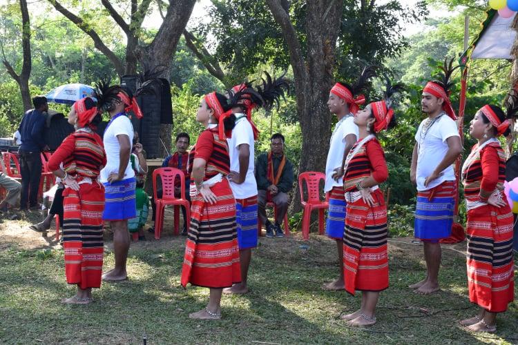 সিমসাং ওয়ানগালায় মান্দি যুবকযুবতীদের নাচ